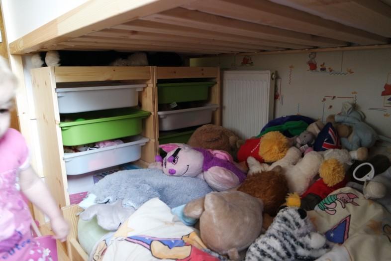 Trofast storage and kritter bed under the Kura bed - kura bunkbed ikea hack