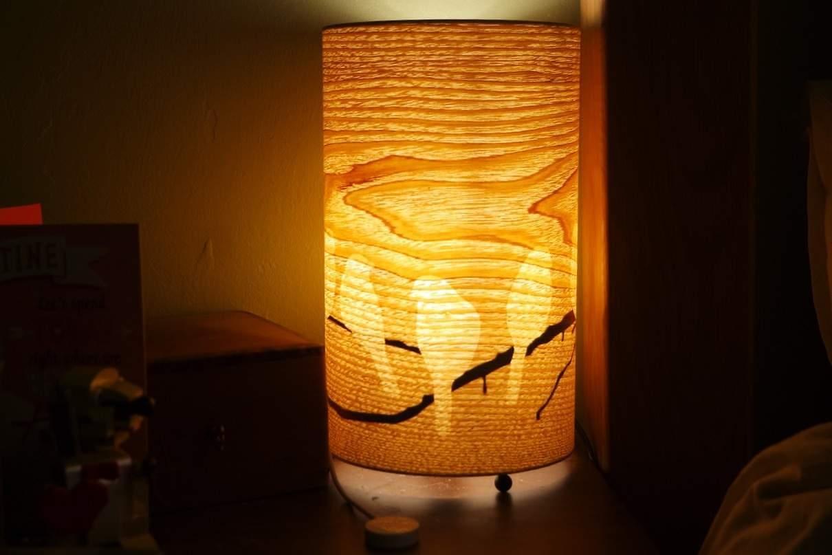 Review wood veneer table lamp with birds valuelights 20119 bird lamp aloadofball Gallery