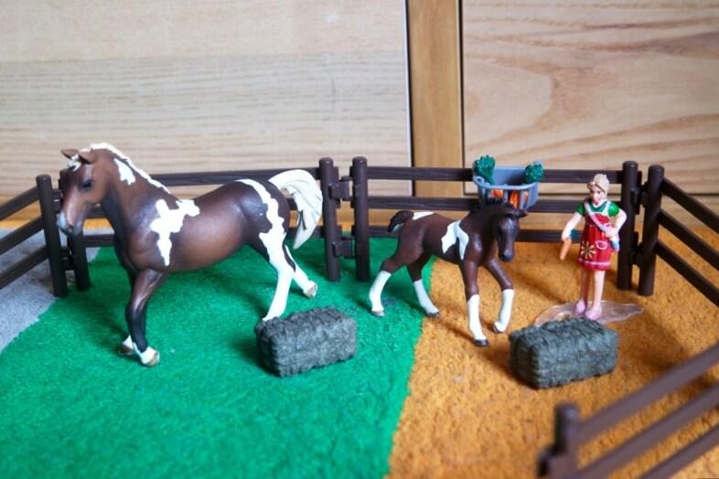 Schleich feeding playset & eventing rider