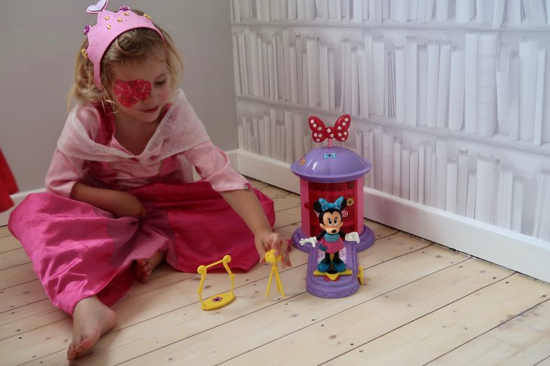Minnie Mouse Magic Turnstyler - Lydia playing